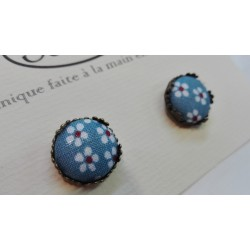 """Boucles d'oreille clou """"Bleu marguerite"""""""