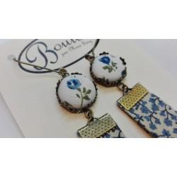 """Boucles d'oreille pendante tissu """"Fleurs bleues pois gris"""""""